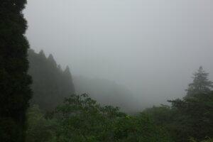 キャンプに便利なレインウェアとは?耐水圧・透湿度について考えよう!